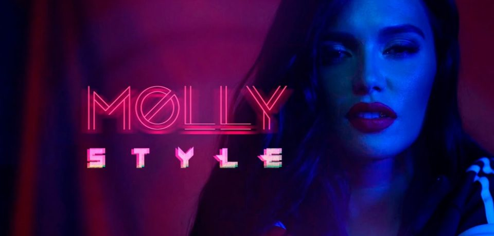 MOLLY – Style